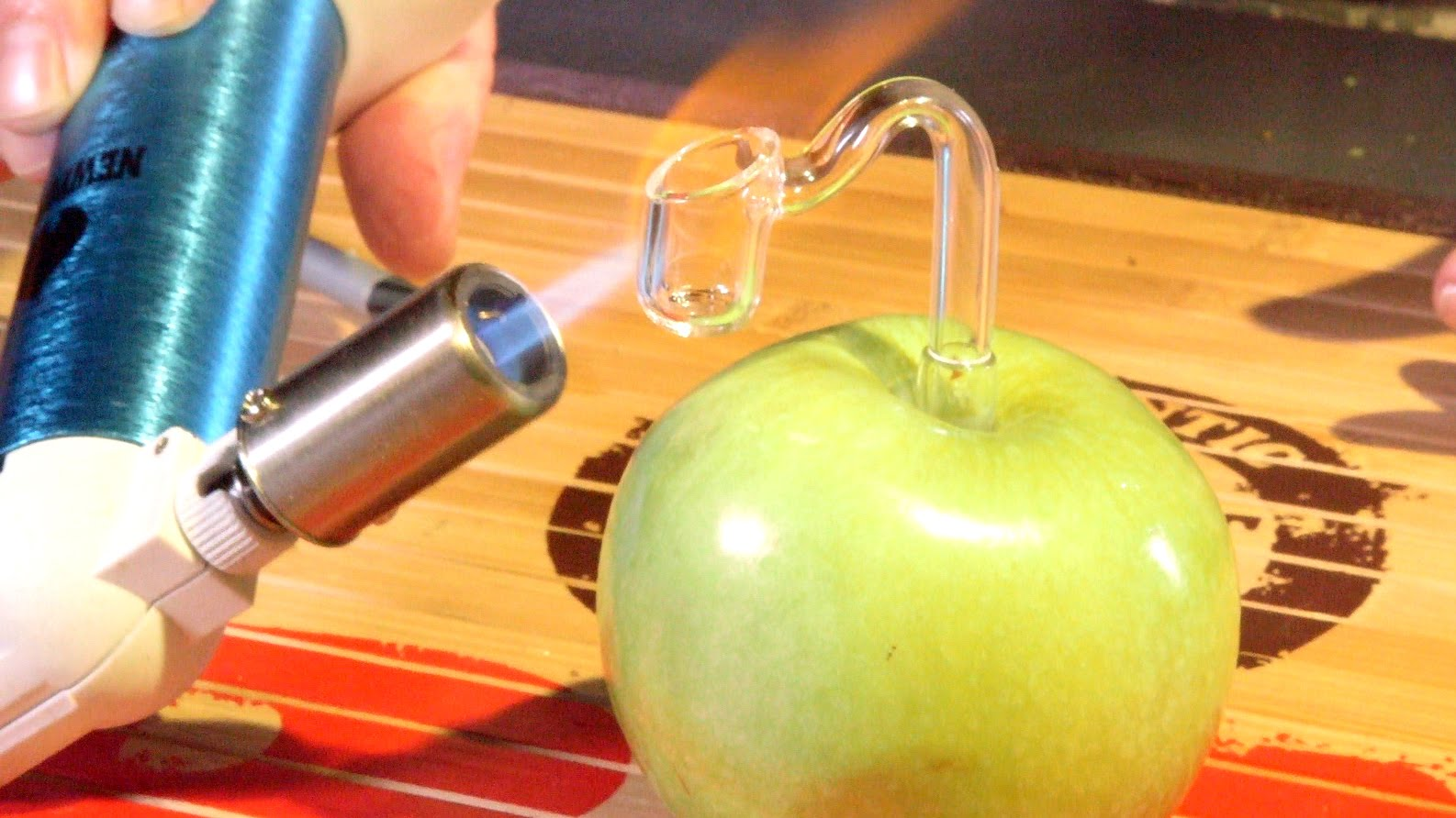 Weed Hacks #9: Apple Pipe Banger/ Drop-Down Arm Reclaim Wax/ Dab Tool Hacks